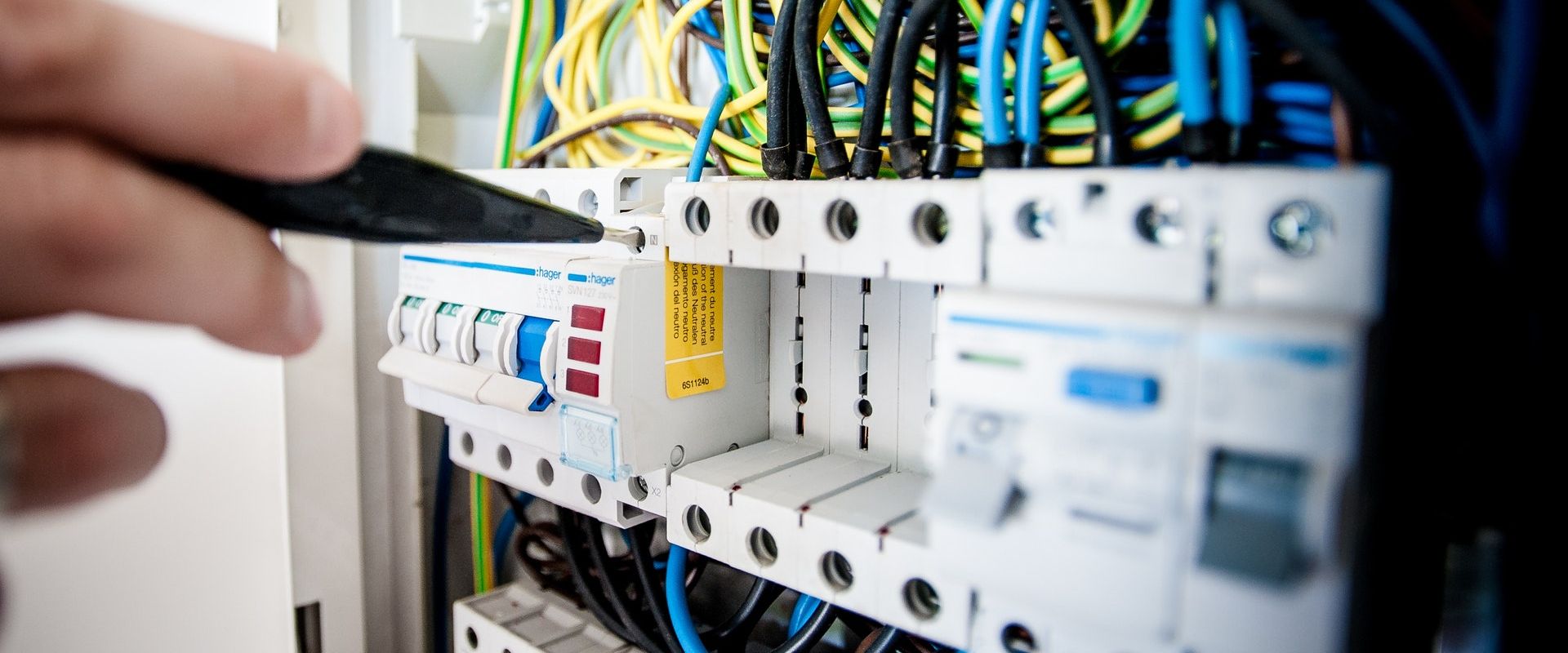 BT Electro Solutions - Electriciteitswerken en projecten